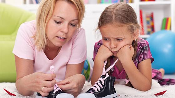 Как да научите детето си да си връзва обувките само